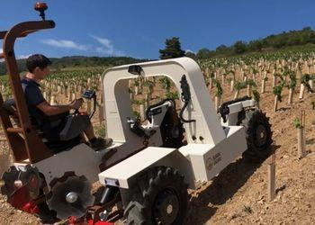 Садовий трактор працює від акумуляторів 8 годин Рис.1